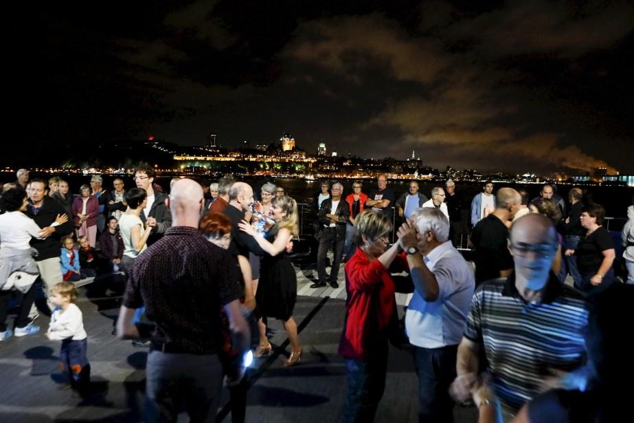 La danse sociale était à l'honneur samedi soir de part...   2017-08-19 00:00:00.000