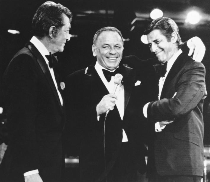 Le 6 septembre 1976, avec Dean Martin (à gauche) et Frank Sinatra (au centre) à Las Vegas (ASSOCIATED PRESS)