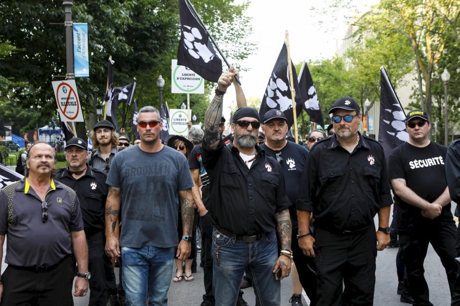 Les membres de La Meute ont commencé à marcher dans les rues de Québec peu avant 18h. | 20 août 2017