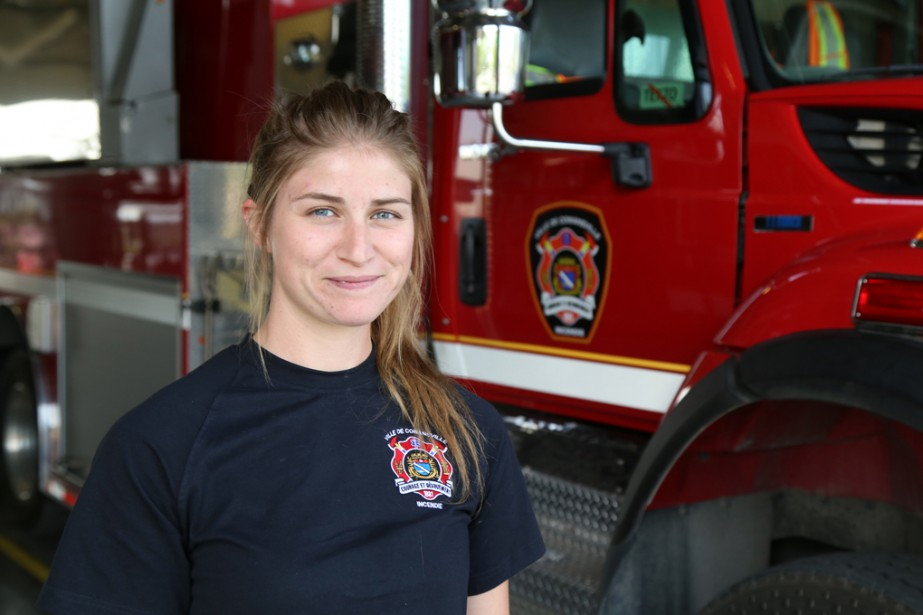 La pompière Vanessa Massé marquera l'histoire du Service de sécurité incendie de Cowansville en étant la toute première femme à intégrer la brigade depuis sa création il y a 136 ans! | 21 août 2017