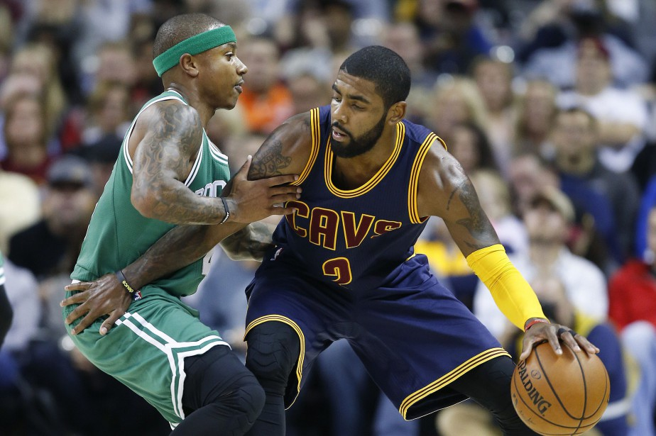 Isaiah Thomas et Kyrie Irving lors d'un match... (PHOTO AP)