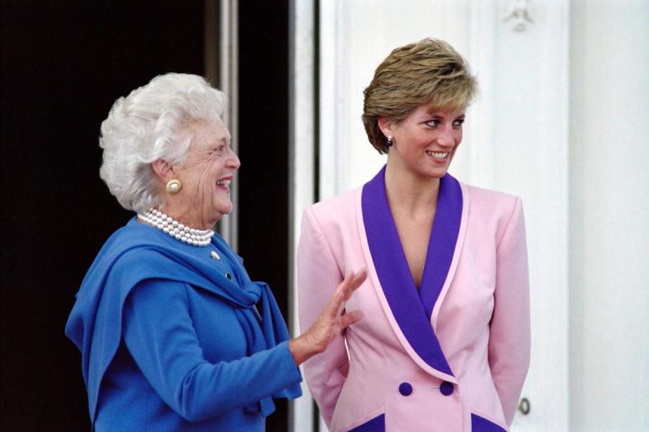 Barbara Bush en compagnie de Lady Diana en... (PHOTO ARCHIVES AFP)