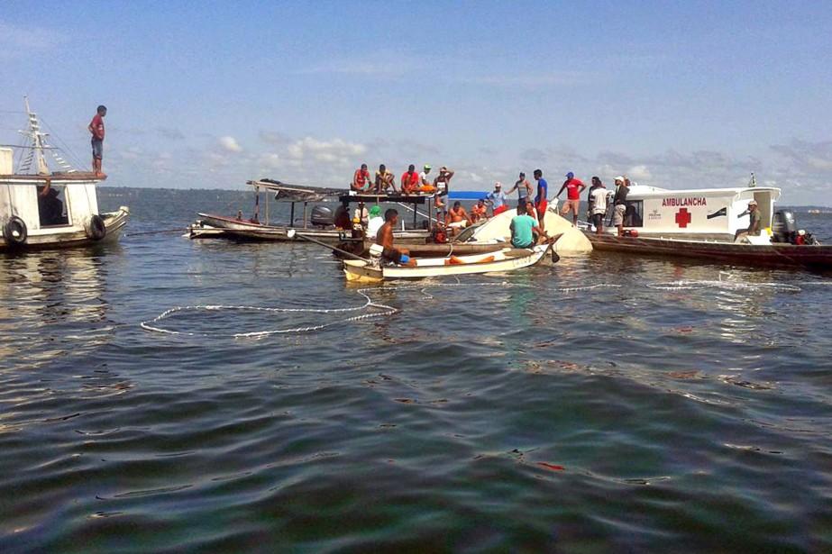 Mardi soir, un premier bateau a fait naufrage... (PHOTO AFP)