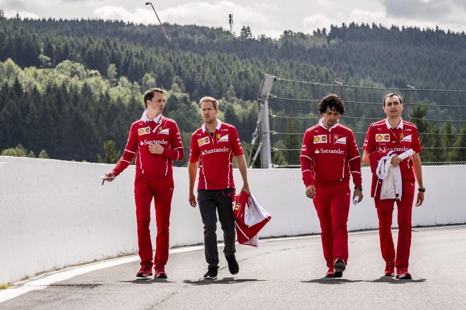 Sebastian Vettel et d'autres membres de l'écurie Ferrari... (Photo : AP)