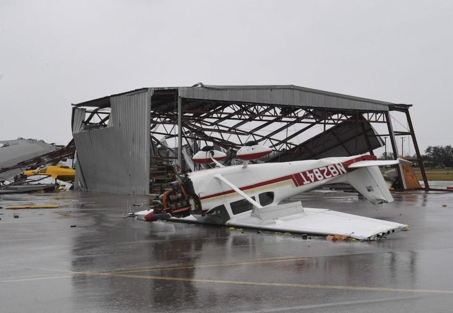 Un petit avion s'est retrouvé à l'envers à l'aéroport de Rockport. | 26 août 2017