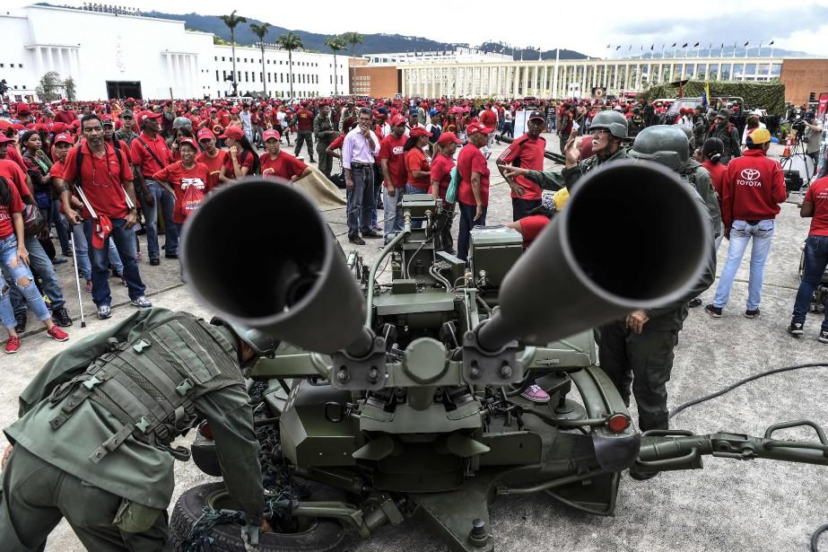 À Caracas, où forces de l'ordre et miliciens... (Photo AFP)