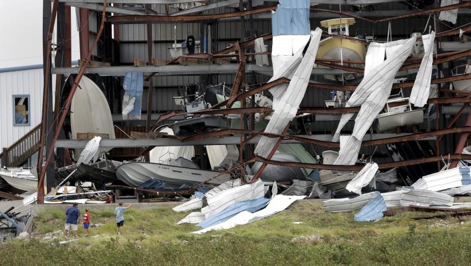 Un garage pour bateaux lourdement endommagé à Rockport. (AP, Eric Gay)