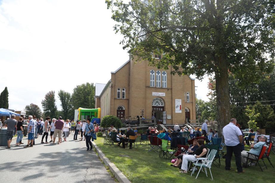 Les citoyens de Roxton Pond étaient conviés à l'événementFesti-Parc, organisé par la municipalité dimanche sur le terrain du presbytère. De 10 h à 16 h, une exposition de voitures anciennes a notamment été tenue dans le stationnement de l'église. | 28 août 2017