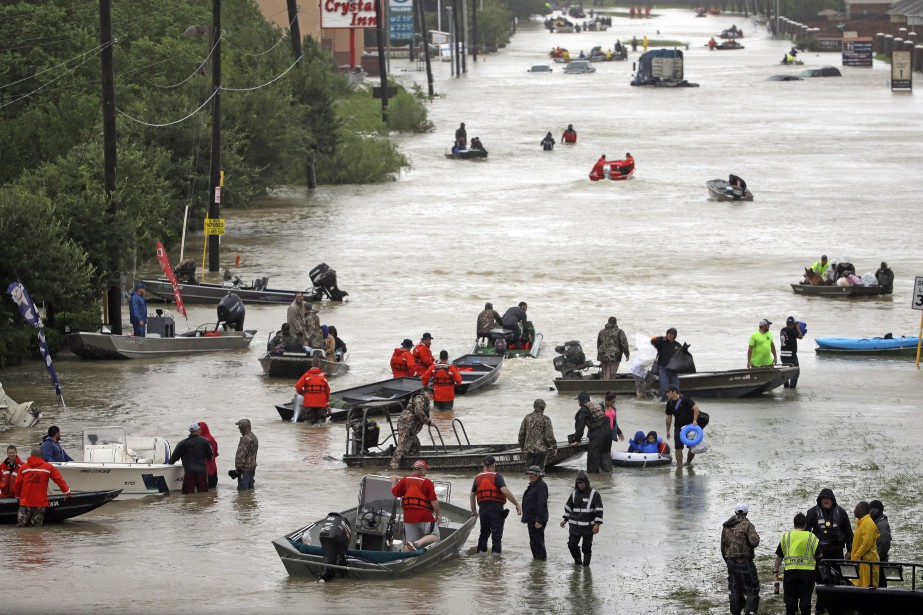 Plus de 2000 personnes ont été secourues à... (PHOTO AP)