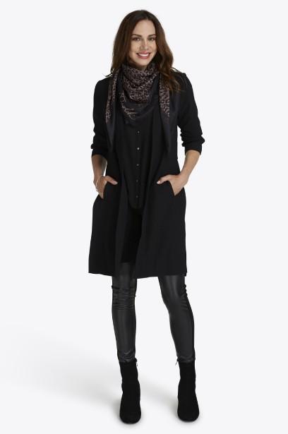 Veston long à manches 3/4 (49,98 $), pantalon à taille élastique avec découpe en similicuir (29,98 $), bottillons, 49,98 $) | 28 août 2017
