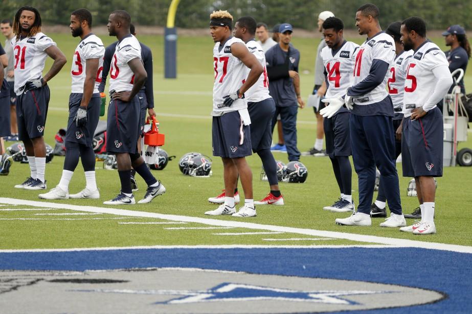 Les Texans de Houston se sont échauffés lundi... (Photo Tony Gutierrez, AP)