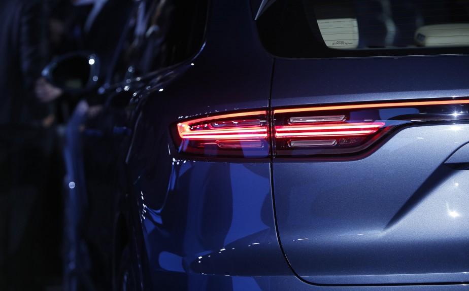 Les feux horizontaux traversent le hayon de bord en bord, comme dans les plus récents modèles Porsche. (Photo : Reuters)