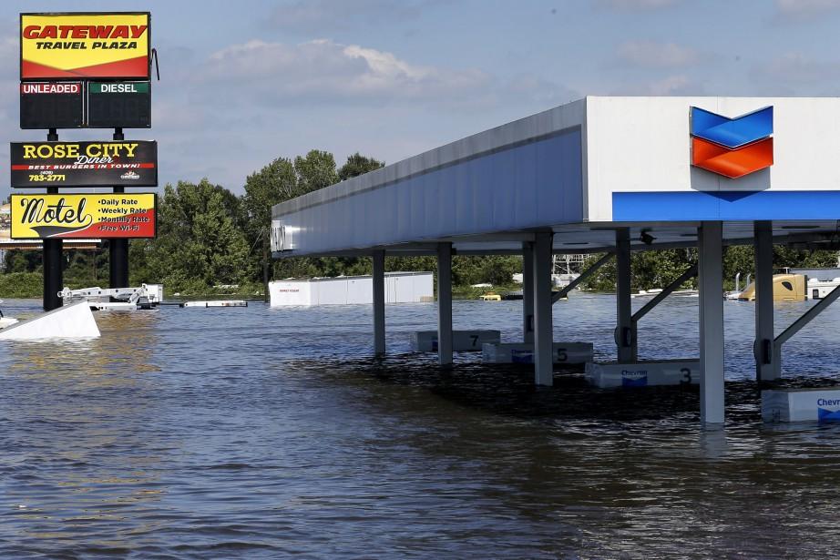 Le gallon d'essence (3,8 litres) pour livraison en... (REUTERS)