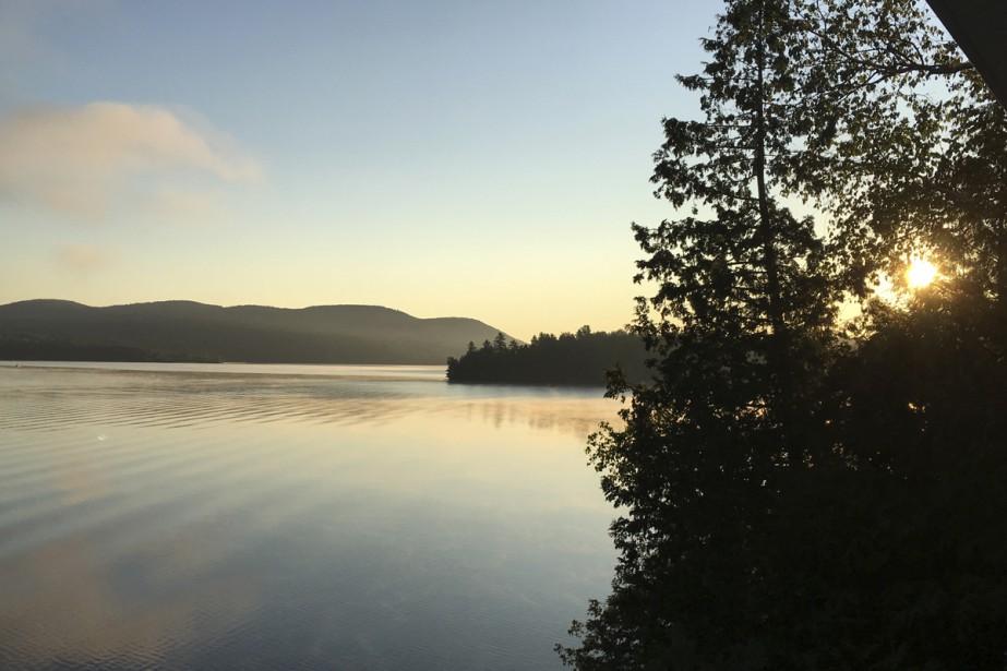 Voici un magnifique lever de soleil à Ayer's Cliff, au bord du très beau lac Massawippi! Un pur moment de bonheur!  Line Trudeau  | 1 septembre 2017