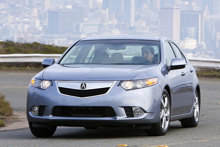 Si on a engrangé quelques bonnes payes l'été dernier (ou si papa accepte de faire un prêt), une Acura TSX comme cette 2010 pourrait durer le bac et peut-être même la maîtrise. (Wieck)