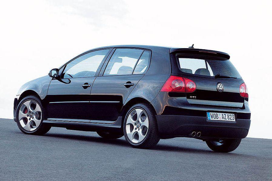 La Golf ou la Rabbit (entre 2006et2009) mérite pleinement sa place à ce palmarès. Solidement construite, cette Volkswagen proposait plusieurs mécaniques, dont un cinq-cylindres un peu rustre peut-être, mais sans histoire. L'étudiant avisé recherchera le moteur 1,8 litres et la transmission manuelle. ()
