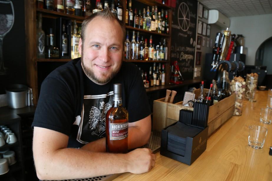 Le chef propriétaire du bistro Kapzak,JasonKacprzak, est l'un des 12 barmen canadiens finalistes au concours Auchentoshan New Malt Order 2017. | 5 septembre 2017