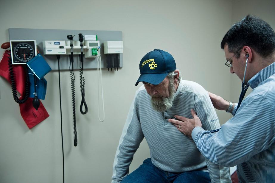 Un anti-cholestérol a permis de réduire de 28% le risque... (PHOTO ARCHIVES AFP)
