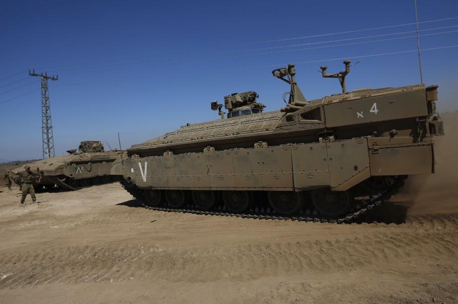 Sur la photo, des exercices militaires israéliens à... (PHOTO JALAA MAREY, AFP)
