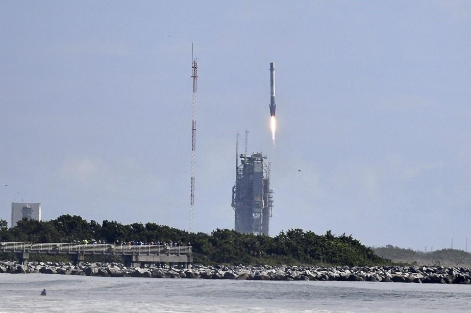 Il s'agit pour SpaceX du deuxième lancement effectué... (Photo via Associated Press)