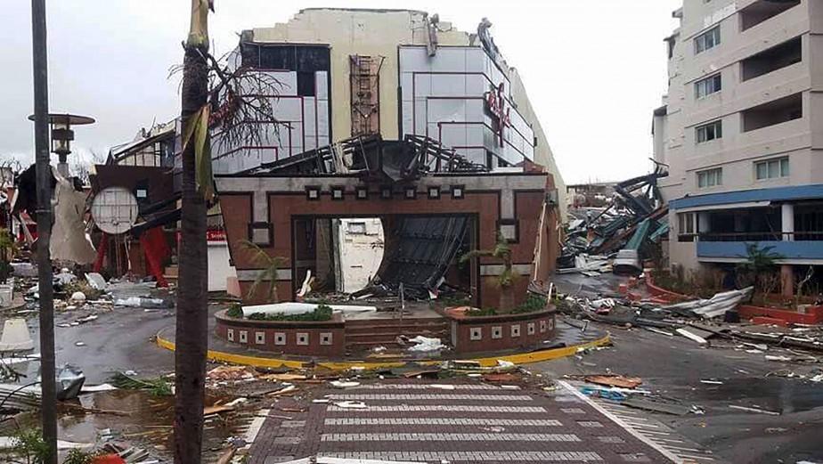 Le Casino Royale, du côté néerlandais de l'île de Saint-Martin, a été éventré par Irma. (AFP, TWITTER / ANNA MAZUR)