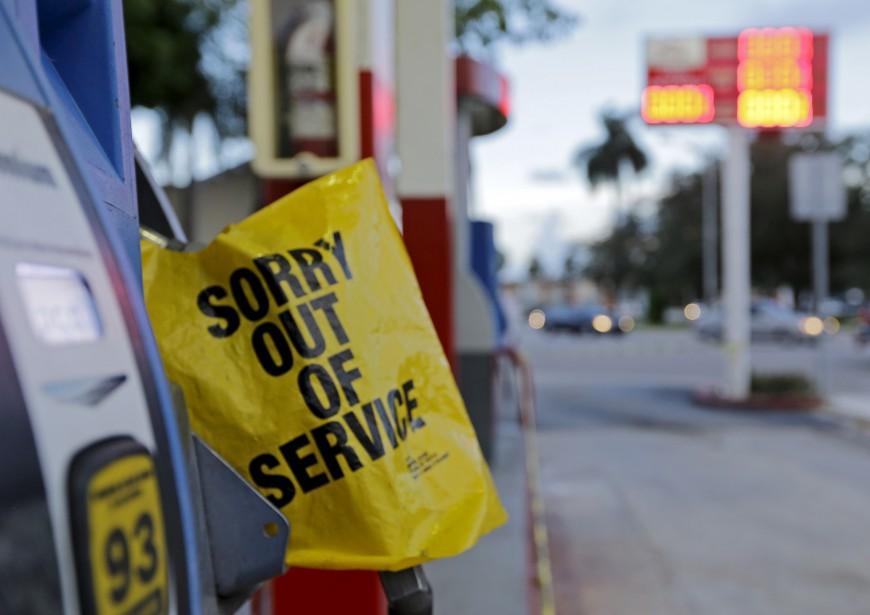 À Miami, une station d'essence était à sec alors qu'Irma doit atteindre la Floride au cours de la fin de semaine. (AP, Alan Diaz)