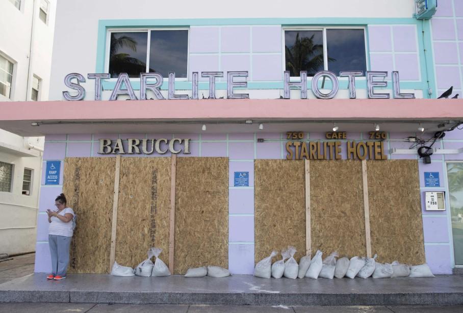 Hôtels, maisons et commerces ont été placardés à Miami Beach en prévision du passage d'Irma. (AFP, SAUL LOEB)