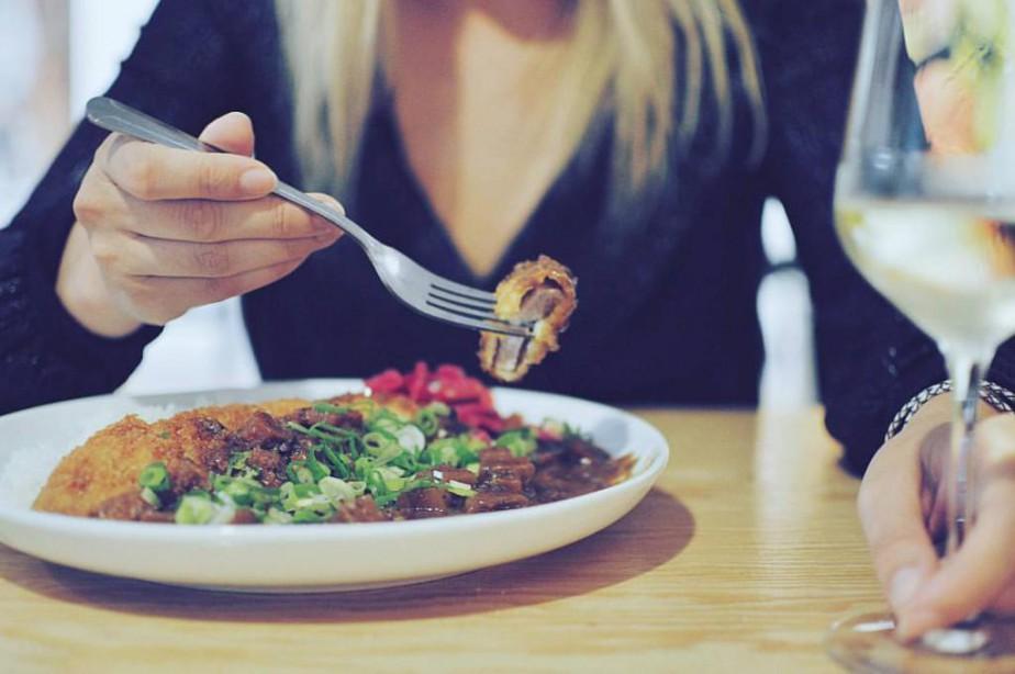 Le curry japonais, servi avec une croquette de... (PHOTO TIRÉE DE LA PAGE FACEBOOK DU BIGHI CURRY)