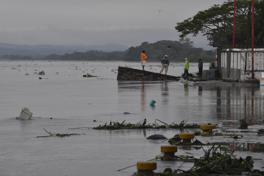 Katia, déjà requalifiée en «tempête tropicale» par le... (PHOTO Yuri CORTEZ, AFP)