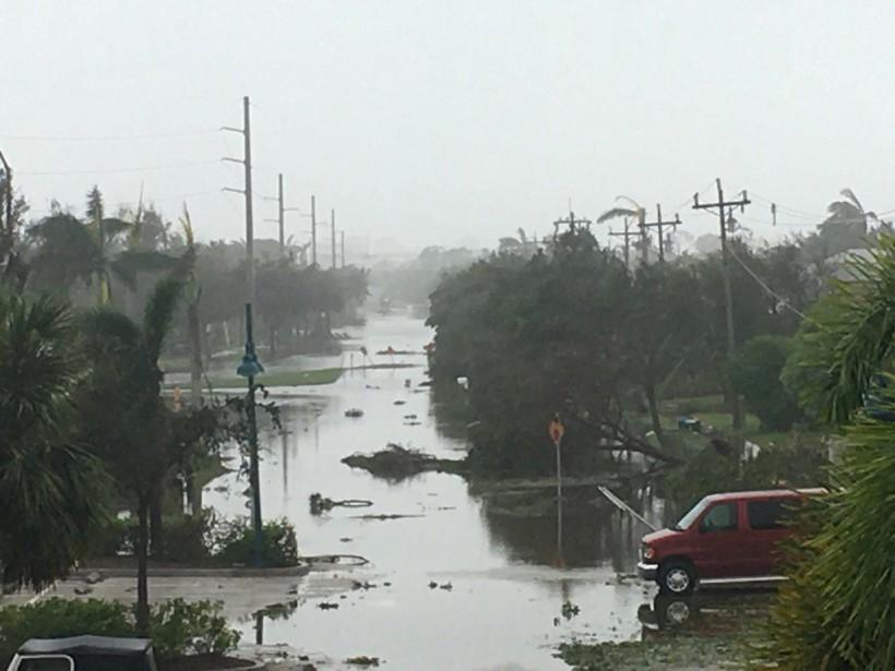 L'oeil de l'ouragan a atteint Marco Island vers 15h30, dimanche. (REUTERS)