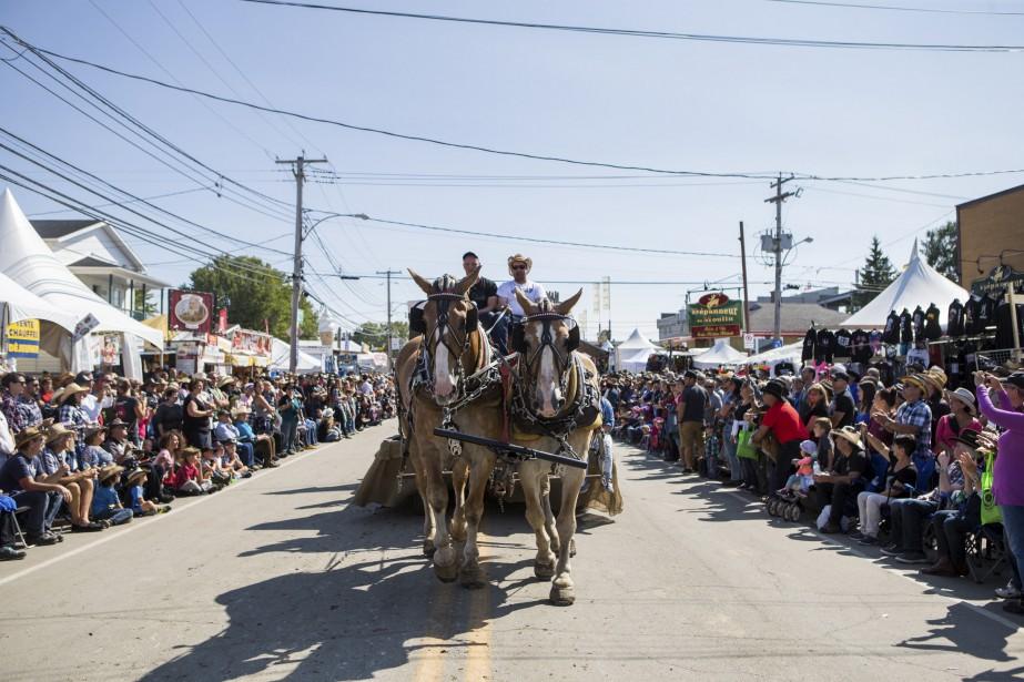 Le défilé du 50e Festival western de Saint-Tite avait lieu... | 2017-09-10 00:00:00.000