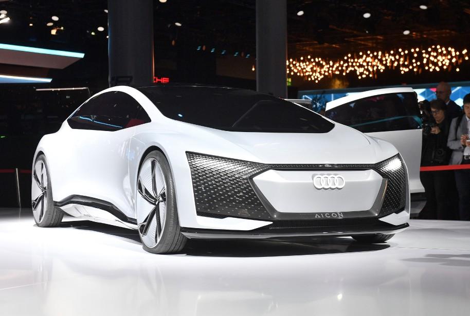 Une voiture autonome Audi Aicon montrée en avant-première du Salon de l'auto de Francfort. (AP)