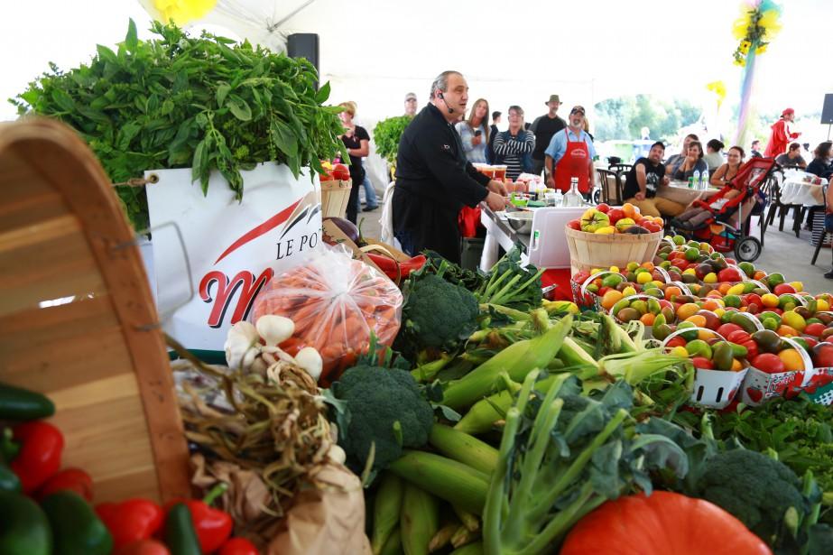 Le chef Giovanni Apollo a préparé une multitude de plats à base de légumes, d'épices et de produits dérivés préparés et vendus à la Halte gourmande du potager Mont Rouge, en plus de faire rire à gorge déployée le public. | 11 septembre 2017