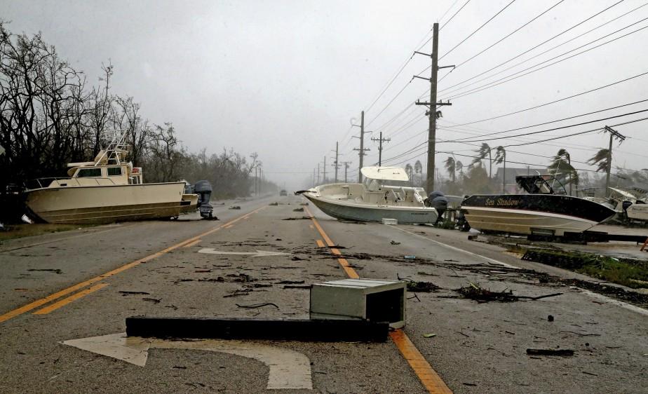 Des bâteaux bloquent une autoroute après le passage de l'ouragan<i> Irma</i>. (AP, Charles Trainor)
