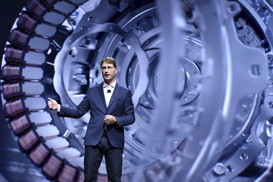 Une photo vaut 1000 mots -  L'intérieur d'un moteur électrique était projeté derrière Ola Kallenius, un dirigeant de Mercedes-Benz, lors d'une présentation sur l'électrification de toute la gamme de Mercedes-Benz. | 12 septembre 2017