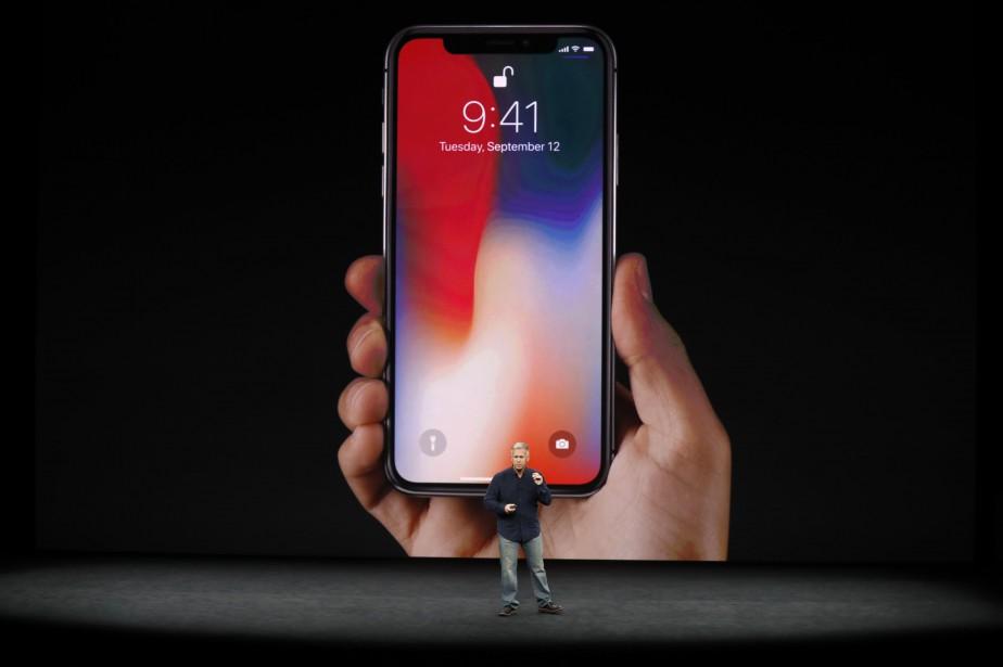 Le nouveau iPhone X présenté par Phil Schiller,... (PHOTO REUTERS)