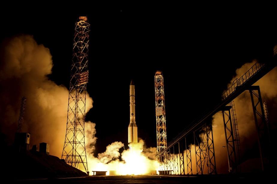 La fusée russe Proton-M, transportant le satellite espagnol Amazonas-5, lors de son lancement sur la plateforme de Baikonour au Kazakhstan. | 12 septembre 2017