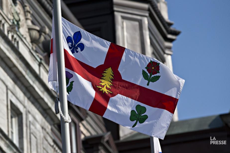 Le drapeau à la croix héraldique actuel a... (Photo Patrick Sanfaçon, La Presse)