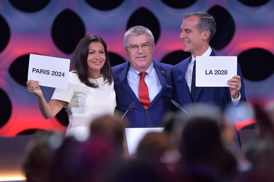 La mairesse de Paris, Anne Hidalgo, le président... (Fabrice Coffrini, AFP)