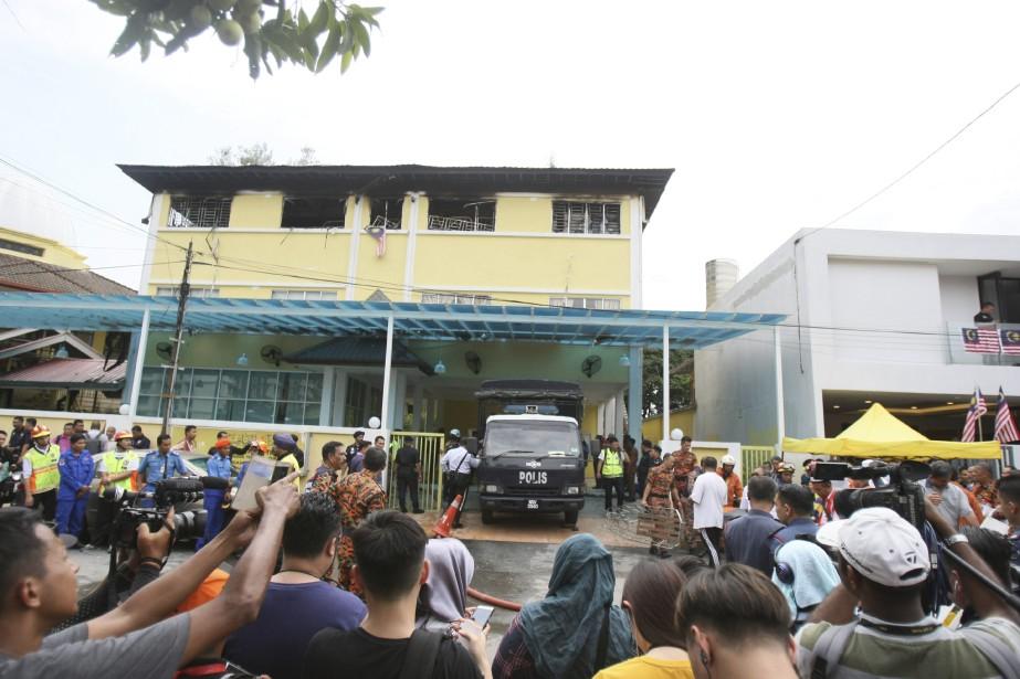 L'incendie s'est déclaré dans des chambres de l'école... (AP)