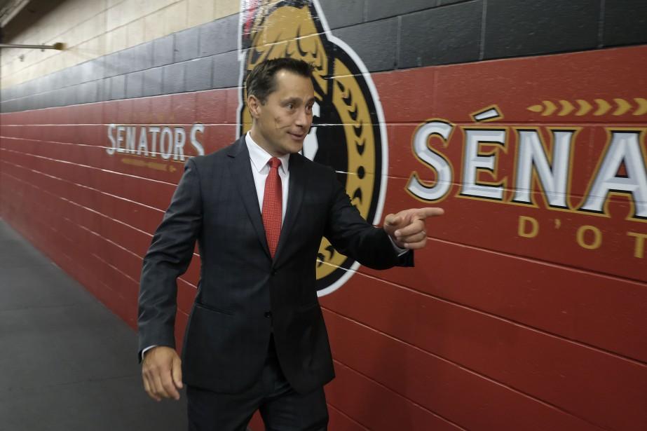 L'entraîneur Guy Boucher est prêt pour sa deuxième saison avec les Sénateurs, même si le retour au boulot pourrait se faire sans Clarke MacArthur. (PATRICK WOODBURY, Le Droit)