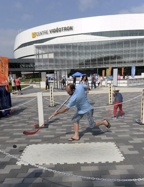 Du hockey pour marquer l'événement (Le Soleil, Jean-Marie Villeneuve)
