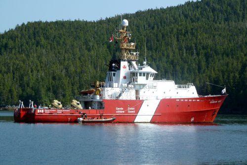 Un navire de la Garde côtière canadienne.... (Photo fournie par la Garde côtière canadienne)