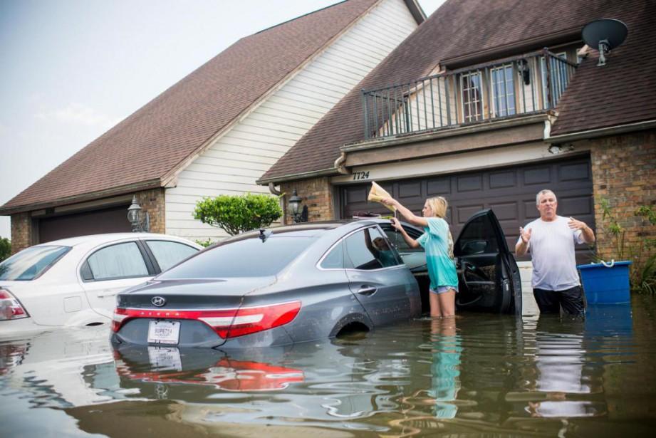 L'industrie automobile dépêchera des cargaisons de nouveaux produits au Texas et en Floride, notamment, où les dommages se comptent en dizaines de milliards de dollars. Sur la photo, Port Arthur, au Texas. (Photo : AFP)