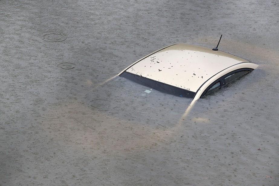 Une très grande proportion des voitures inondées ont été déclarées pertes totales. (AFP)