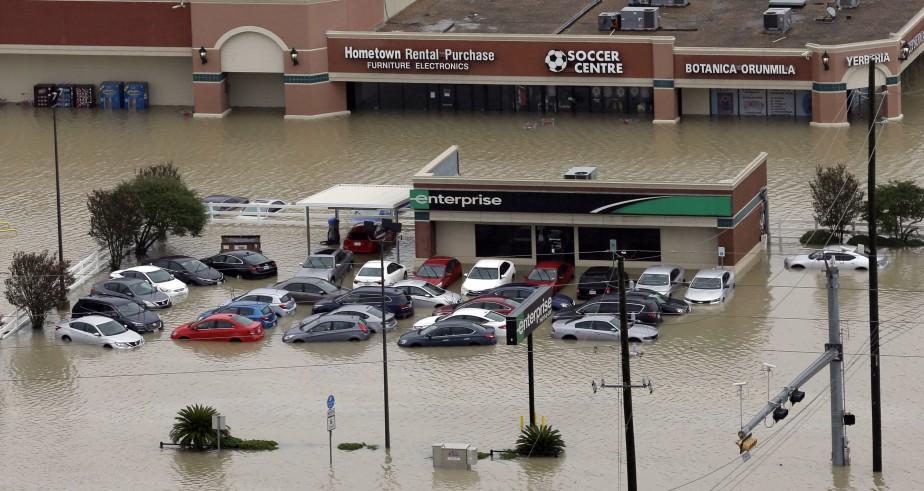 Les assureurs floridiens s'attendaient à entre 130 000 et 200 000 réclamations automobiles liées à Irma. Ci-haut, un point de service du locateur d'autos Entreprise à Houston, au Texas, où les dégâts ont été plus graves qu'en Floride.<br /><br /> (AP)