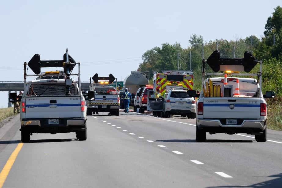 Une collision impliquant un camion-citerne transportant une matière hautement inflammable a entraîné la fermeture de l'autoroute 10 dans le secteur de Shefford pendant plusieurs heures, mardi dernier. Du styrène, une matière dangereuse et hautement explosive, s'est déversé sur la chaussée. | 18 septembre 2017