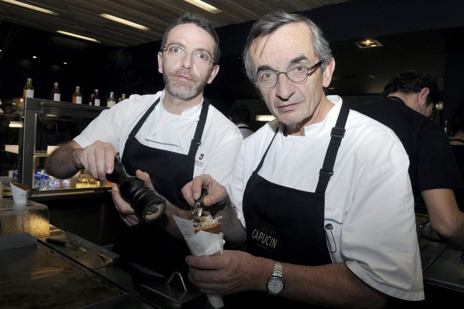 Sébastien Bras (à gauche) en compagnie de son... (PHOTO ARCHIVES AFP)