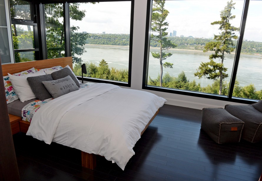 une maison entre fleuve et for t. Black Bedroom Furniture Sets. Home Design Ideas