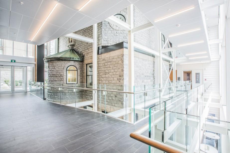 L'édifice patrimonial contigu à l'Hôtel-Dieu a été transformé en établissement où logent un hôtel, un musée, un restaurant et un «centre de santé globale». ()